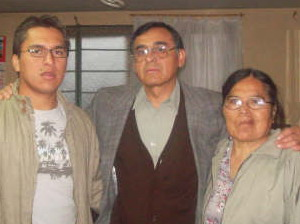 Udelia (r.) with Narciso and their son Eliezer.